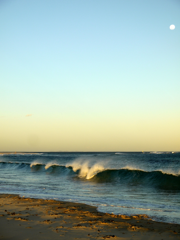 newcastle-beach-full-moon