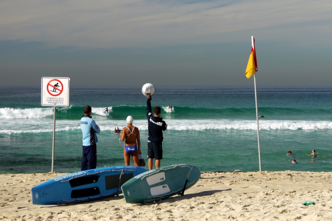 tamarama-lifeguard-surfers
